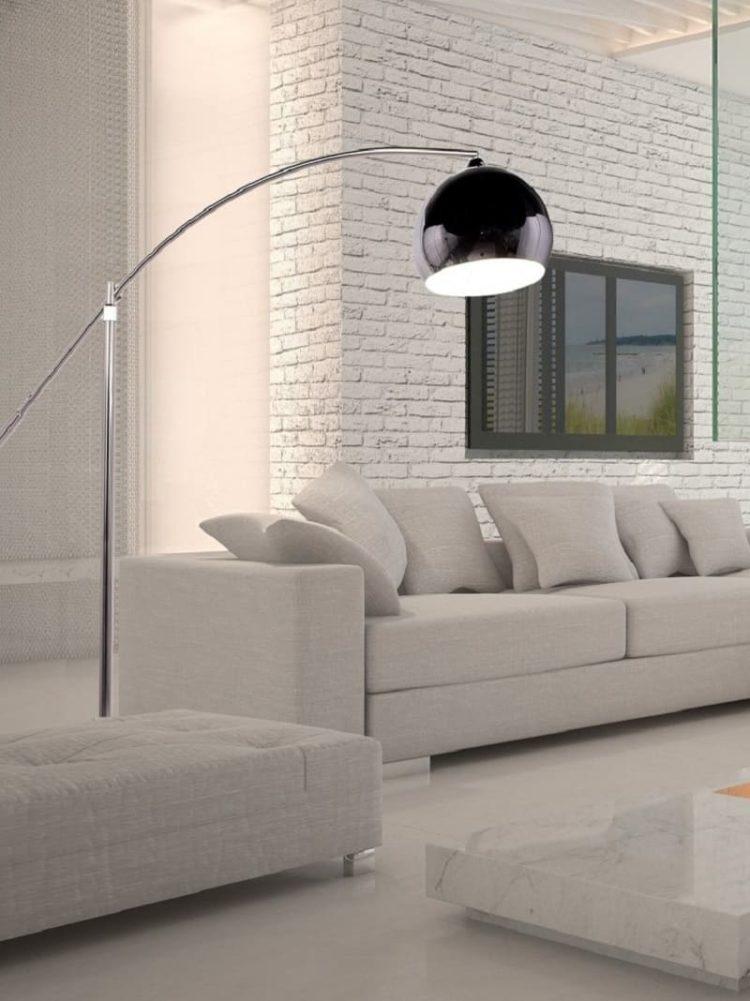 lampada da terra per illuminare stanza