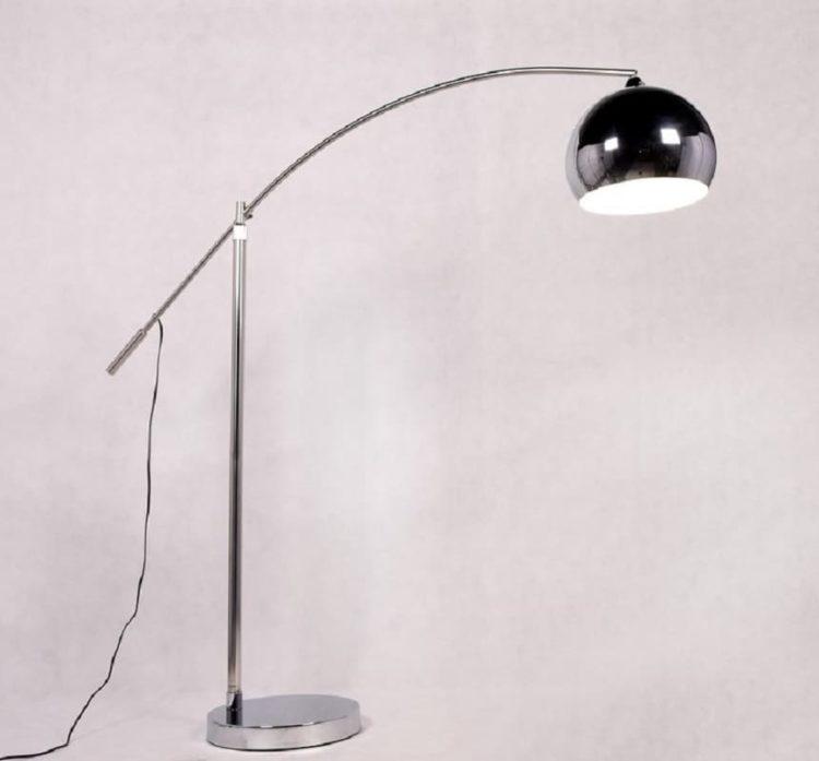 lampada da terra per divano