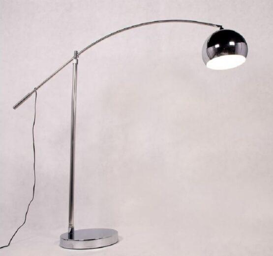 lampada da terra per illuminare tavolo