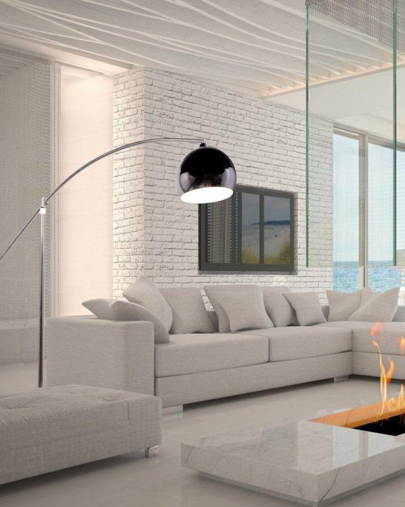 Lampada da terra posizionata in salotto