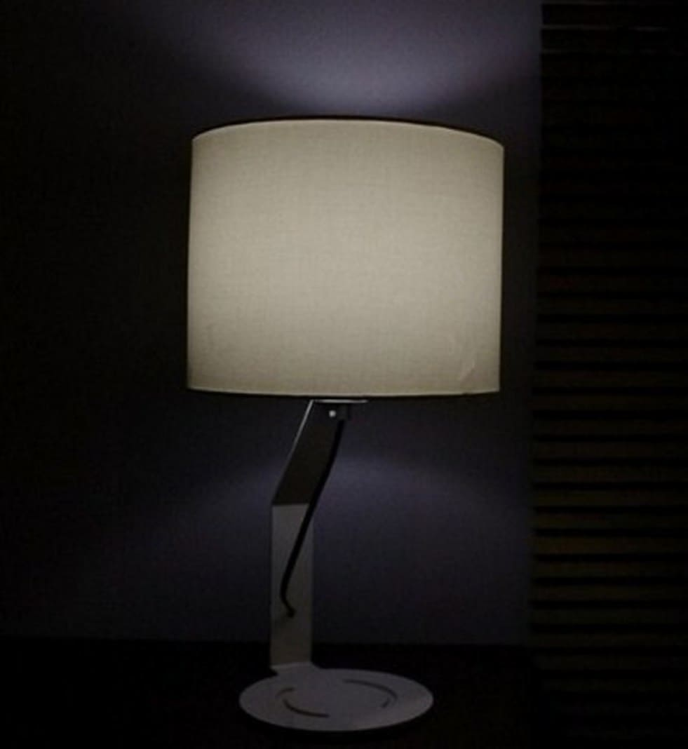 Lampada vintage bianca e nera da scrivania o tavolo - Lampade da tavolo vintage ...