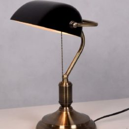 antica lampada tavolo