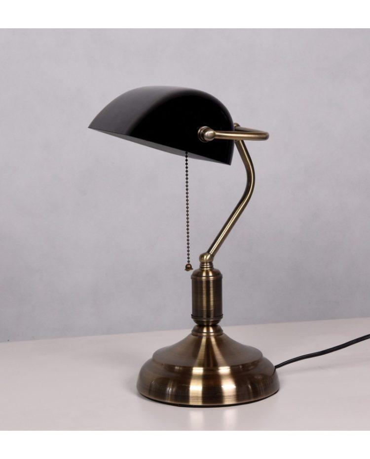 vecchia lampada da tavolo