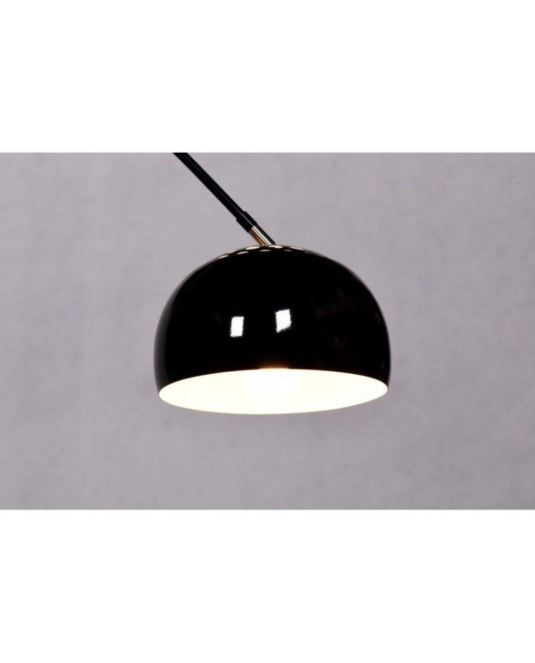 paralume di una lampada ad arco di colore nero