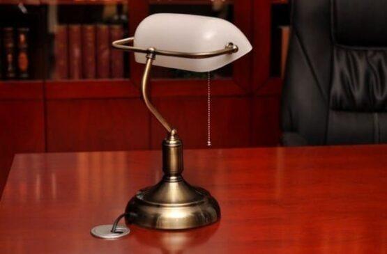 lampada con interruttore a corda da scrivania
