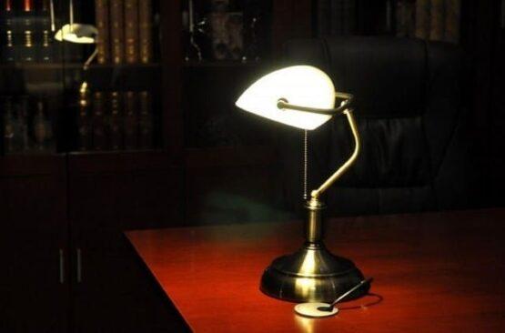lampada con interruttore a cordicella
