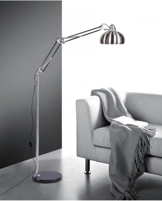 lampada da terra vicino a divano
