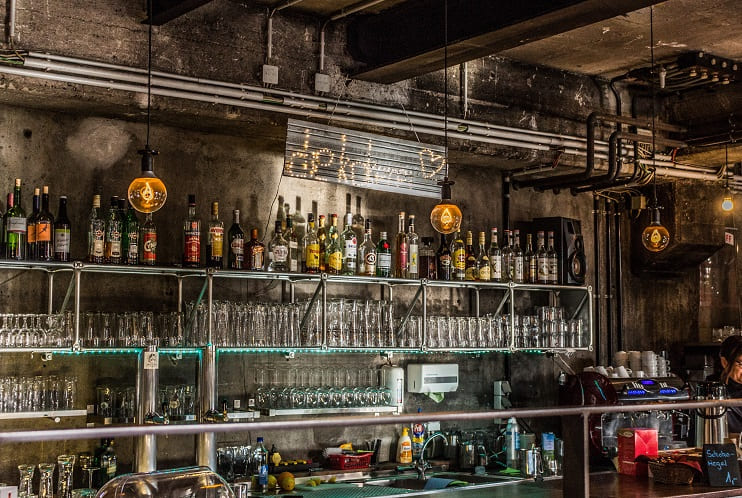 Arredare un locale in stile industriale guida per bar for Bar stile industriale