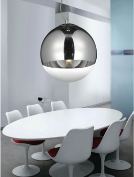 lampada a sospensione color argento a forma di sfera