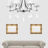 lampada classica da salotto con cristalli pendenti di colore bianco e 6 luci