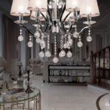 lampada a soffitto con cristalli per illuminare il salotto