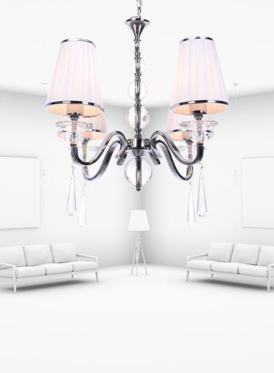lampadario bianco in stile classico con cristalli a goccia