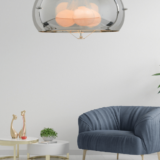 lampada cromata a sospensione con paralume in vetro