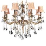 lampadario elegante classico cristalli con struttura ottone con paralume color crema