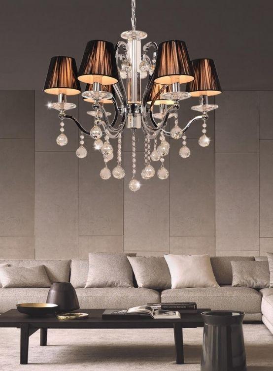 lampadario con sfere di cristallo pendenti con paralumi nero