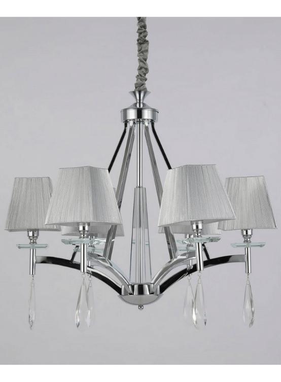 lampadario a sospensione con cristalli pendenti in stile classico