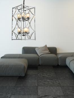 lampadario da soffitto moderno appeso sopra a un divano nero a isola